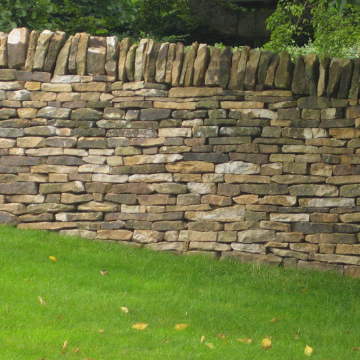 Garden wall in Loxley sandstone